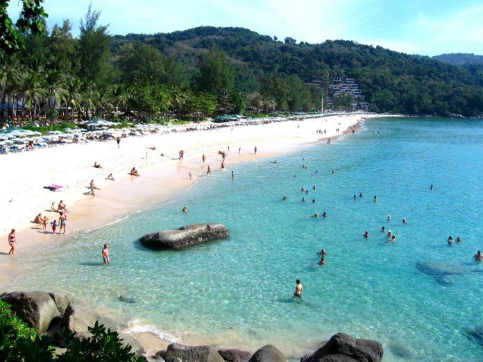 Уютные и безопасные пляжи специально оборудованы для отдыха всей семьей