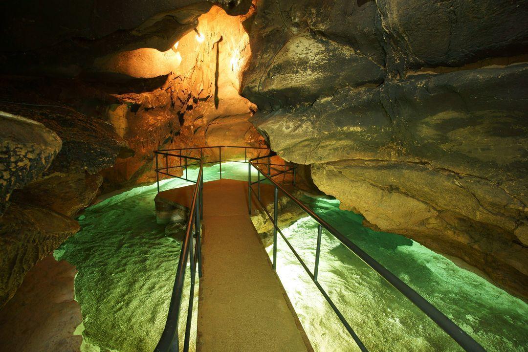 Достопримечательности Крыма - Озеро в красной пещере