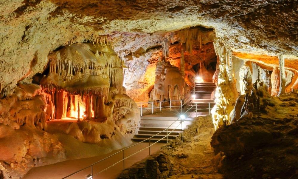 Достопримечательности Крыма - Красная пещера(Кизил-Коба)