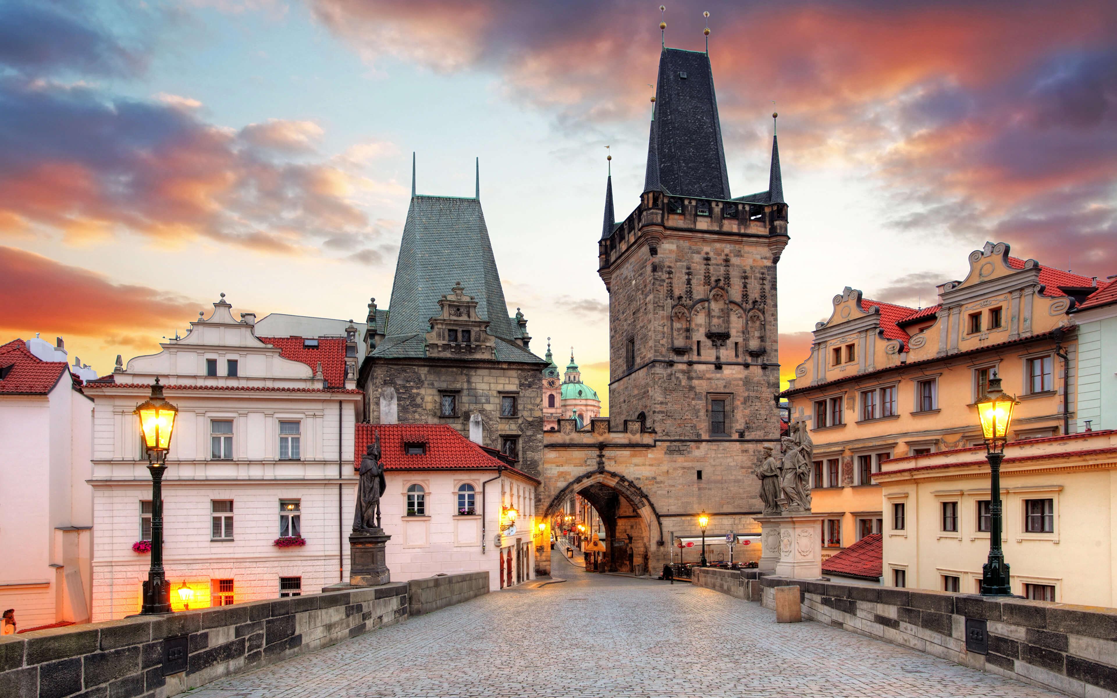 Куда отправиться на отдых осенью 2019 - Малостранская мостовая башня в Праге