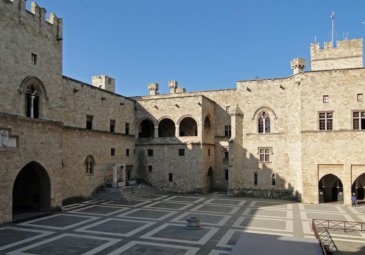 Остров Родос - Внутренний двор крепости