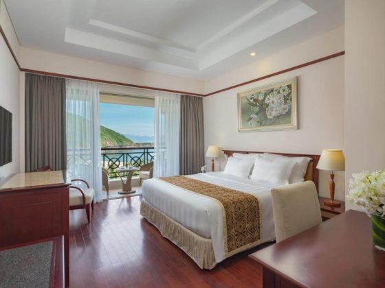 Номер с одной двуспальной кроватью с видом на холмы и море