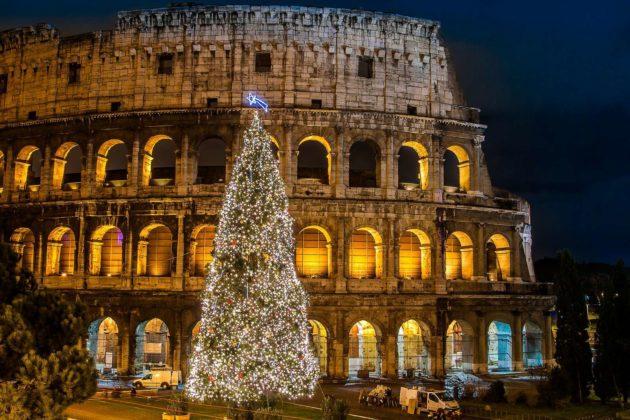 Рождественская елка возле Колизея