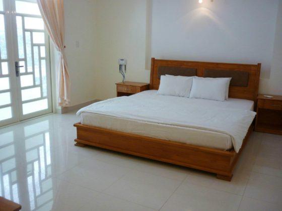 Комната с одной двуспальной кроватью