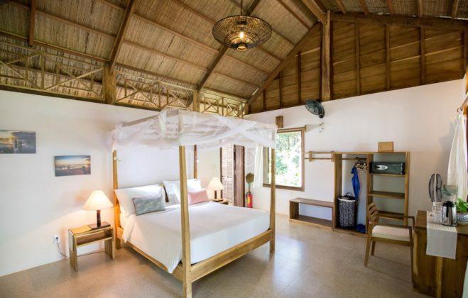 Специальная кровать с москитными сетками